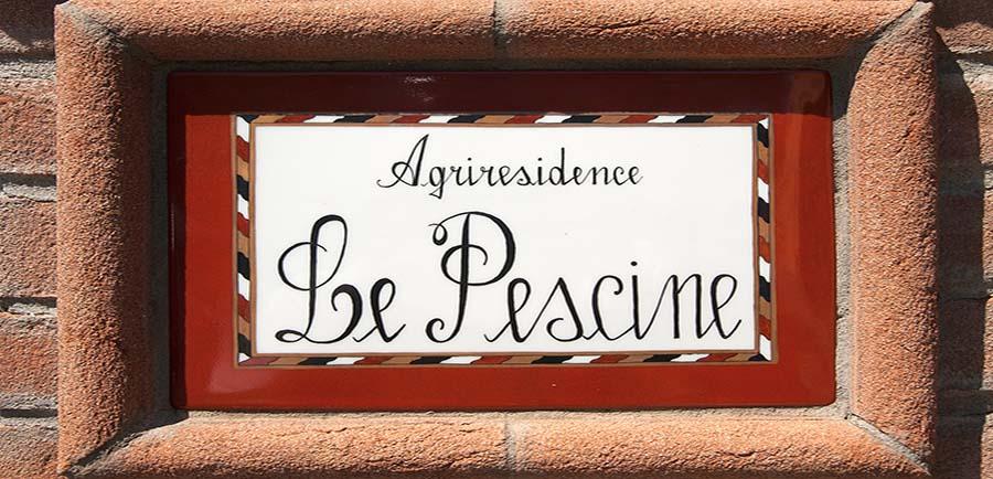 Scritta Agriresidence Le Pescine